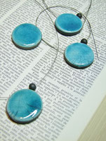Ensemble de perles en ceramique raku bleues