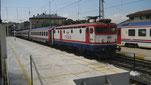Schnellzug vor der Ausfahrt am Bahnhof Sirkeci