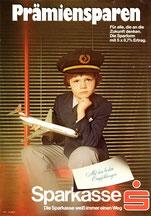 (Junge als Pilot mit Austrian Airlines Modell).