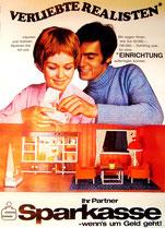 Verliebte Realisten (Alex?) . Mann und Frau mit Puppenhaus  . Plakat  1970.