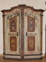 Louis XVI Bauernschrank, 18. Jahrhundert, Farbige Fassung, Schnitzereien, € 3200,00