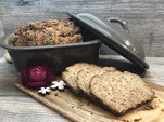Weizenmischbrot mit Saaten im Brotbacktopf
