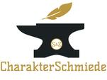 Titelbild der Kategorie Über Uns, CharakterSchmiede Logo, schwarzer Amboss, darüber goldene Feder