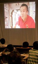 若田光一さんが、ISS滞在中の映像を紹介した=2日午後、琉球大学サテライト石垣キャンパス
