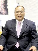 県議会2月定例会を終え、砂川利勝県議が展望を語った=3月27日、県議会議員居室