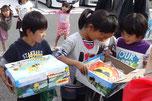 Überraschungspaket für die Kinder in Ishinomaki