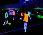 hamm-schwarzlicht-fussball-soccer-kindergeburtstag