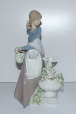 "Lladro Figur ""In the Garden"",5416, by Antonio Ramos, 1987, Spain, H. ca 25,0 cm , € 265,00"