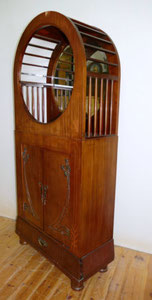 Wiener Secession, Jugendstil, Schrank, Mahagoni, Intarsien, Messingapplikationen, € 2000,00