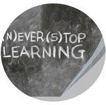 Schultafel mit Text never stop learning, Workshop Bildbearbeitung Jungo-Grafik