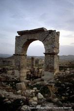 Uzappa  Ksour Abd-el-Melek - Arc de Caracalla - TN