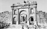 Sufetula / Sbeïtla - Porte d'Antonin le Pieux donnant accès au forum - TN