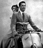 Audrey Hepburn en amazone sur une Vespa