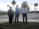 OV-Vors. Schmitz (Mitte) und OV-Mitglieder aus Weisweiler
