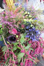 Blumen am Kollwitzmarkt. Foto: Helga Karl