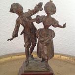 Statur von eimen barocken Paar in Tanzhaltung
