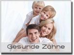 Gesunde Zähne für Kinder und Erwachsene mit Prophylaxe und Zahnreinigung (© Deklofenak - Fotolia.com)