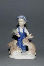 Porzellanfigur, Gräfenthal, Junge mit Hasen, 14,0 cm , € 240,00