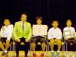 林野庁長官賞を受賞した竹富町立古見小学校の児童(同校提供)