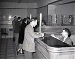 Guichet de banque en 1950
