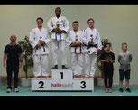 Eldar Tliashinov (2. von rechts) erkämpfte sich Bronze