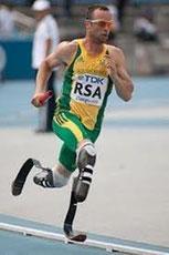 Oscar Pistorius courant avec ses prothèses