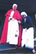 教皇ヨハネパウロ2世とマザー・テレサ