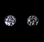 Boucles d'oreilles clous, disques en argent martelé et oxydes de zirconium