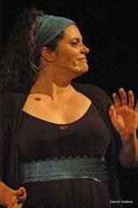 Fanny Rambeau, chanteuse dans le groupe vocal Les Goules Poly