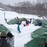 雪中キャンプの準備.