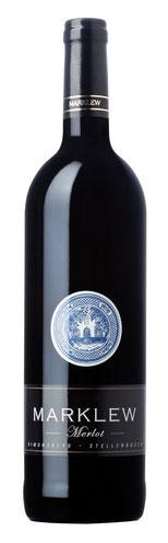 Merlot 2015   Dieser Wein zeigt eine große Farbtiefe, das Auge erweckt schon die Vorfreude auf diesen Genuss. Die vollen reifen Beeren auf der Nase sind nur der Anfang. Es gibt viele Aromen am Gaumen, die von Kirschen bis hin zu Zimtbrötchen reichen. Die