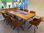 Moderner Küchenesstisch für 7 Personen, Moderner Esstisch Eiche mit anthrazitem, trapezförmigen Stahltischgestell mit Massivholztischplatte mit Steckdoseneinheit u. Schieferplatten als Topfuntersetzer