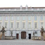 Foto zeigt Fassade Residenz mit Hauptportal