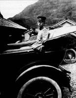22 августа 1925 года храм почтил своим посещением будущий император Японии принц Хирохито. Принц собственноручно посадил перед храмом сосну, а сопровождающая его свита посадила на территории храма саж