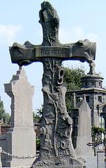 Photo de l'auteur, cimetière d'Hennuyères © Authome P.