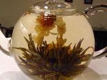 花籠造形茶 (はなかごぞうけいちゃ) ジャスミンの花が籠の持ち手に。