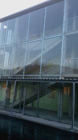 Glasfassade, Halterung aus verzinktem Stahl