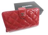 シャネル A48667  エナメル 二つ折り財布