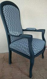 fauteuil Crapaud recouvert de fourrure rénové par l'atelier de Sylvie