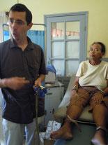 Démonstration de l'electrocardiographe apporté à l'hôpital
