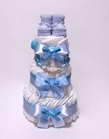 Торт из памперсов с именным держателем для соски и пинетками для мальчика