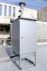 八重山保健所屋上に設置されたPM2・5の測定機器(11日)