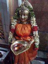 shakti, estátua divino feminino, oração, templo, gratidão, puja, agradecer, celebração, fé