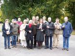Die Reisegruppe am Fuße des Völkerschlachtdenkmals