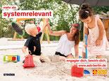 Gruppenfoto mit Kindern, Eltern und ASB-Team.