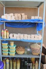 Der Verkaufsstand - Lager der Frauengruppe Piela - Seife und Cremes