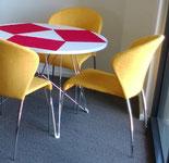 Unsere sonnengelben Stühle