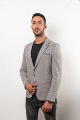 Blazer mit Stil und Mode; eng anliegend; grau; Einstecktuch blau; Hochzeit; Freizeit; Büro;