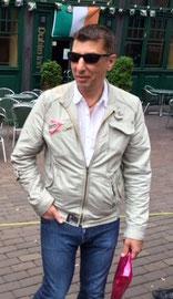 Backrounder Armin
