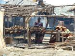 Meyingbé, Fische räuchern